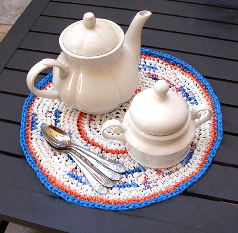 Crocheted Place Mat from Plastic Bags_1
