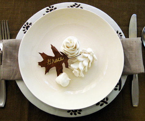 pinecone place setting