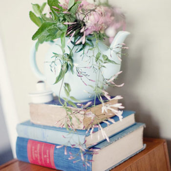 diy project: teapot flower arrangement how-to