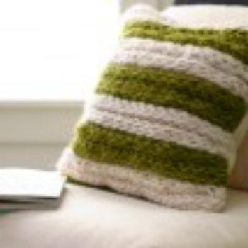 diy project: chunky finger-knit pillow