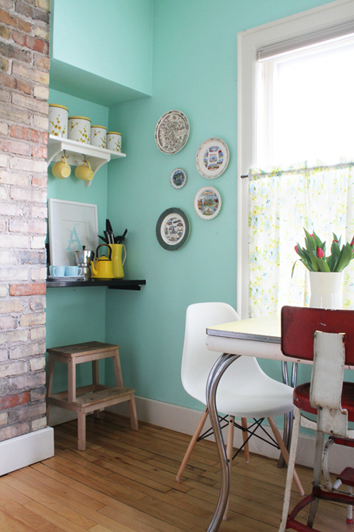 Turquoise Walls in a Breakfast Nook