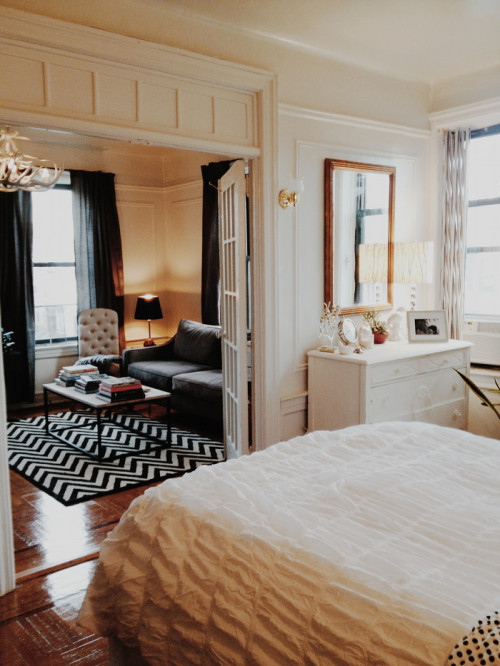 a first apartment in brooklyn design sponge. Black Bedroom Furniture Sets. Home Design Ideas