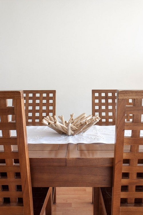 Design Sponge/ All the living room furniture was made with wood from Thailand and has a colonial style. We love the robust and classical look.