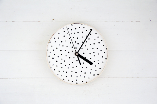 Design Sponge Spotted Clock 1