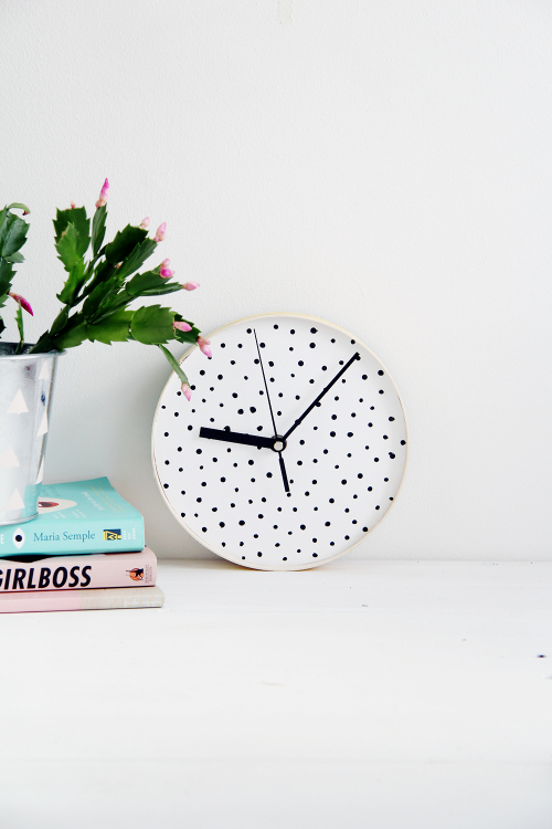 Design Sponge Spotted Clock 2