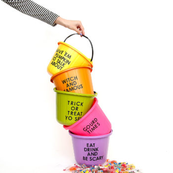 Halloween DIY: Painted Trick-Or-Treat Candy Buckets