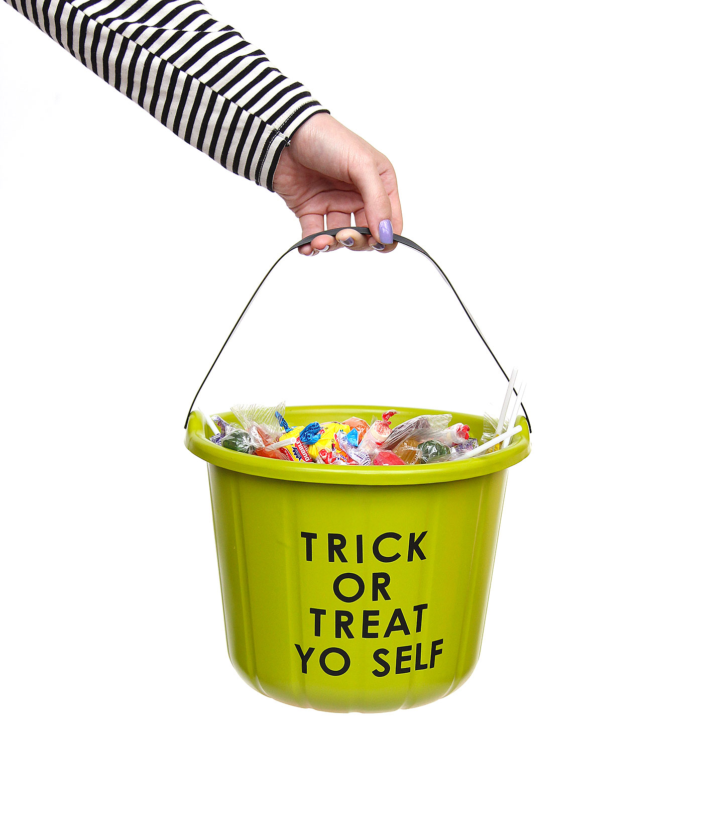 Halloween DIY: Funny Trick Or Treat Candy Buckets