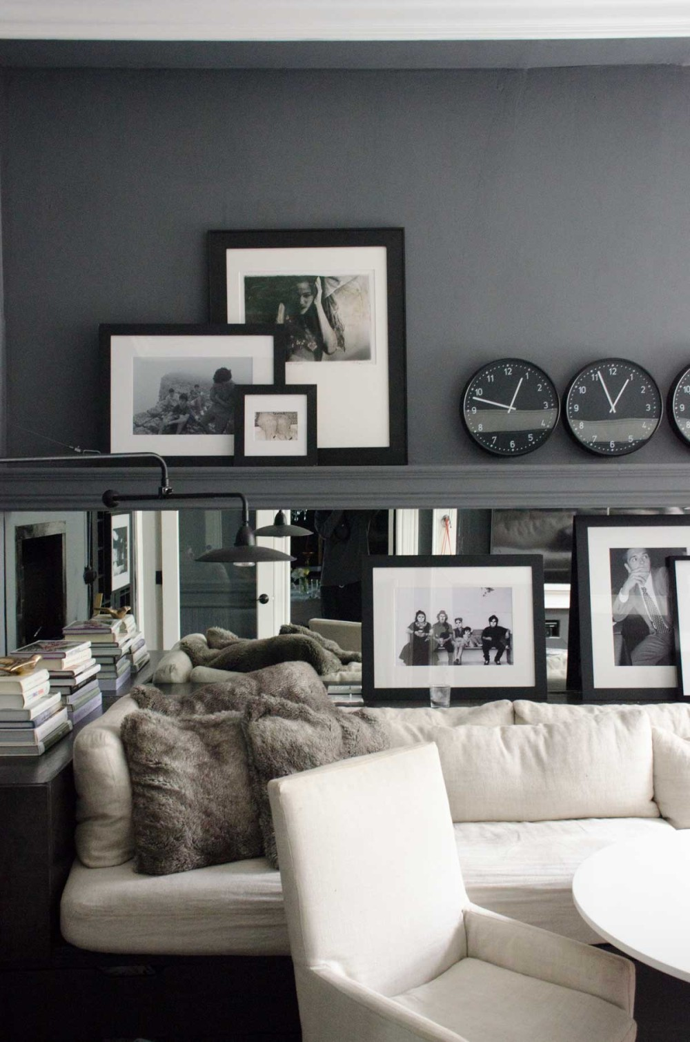 Black Paint Wall Room Design