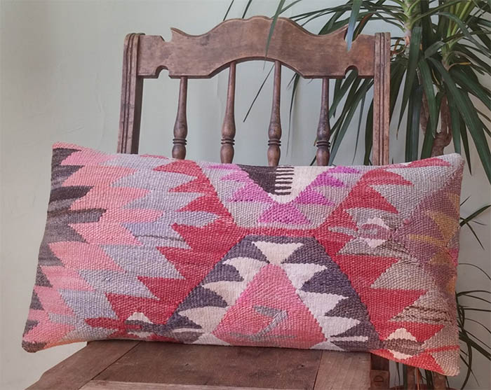 15 Kilim Pillows I Wouldn T Kick Out Of Bed Design Sponge