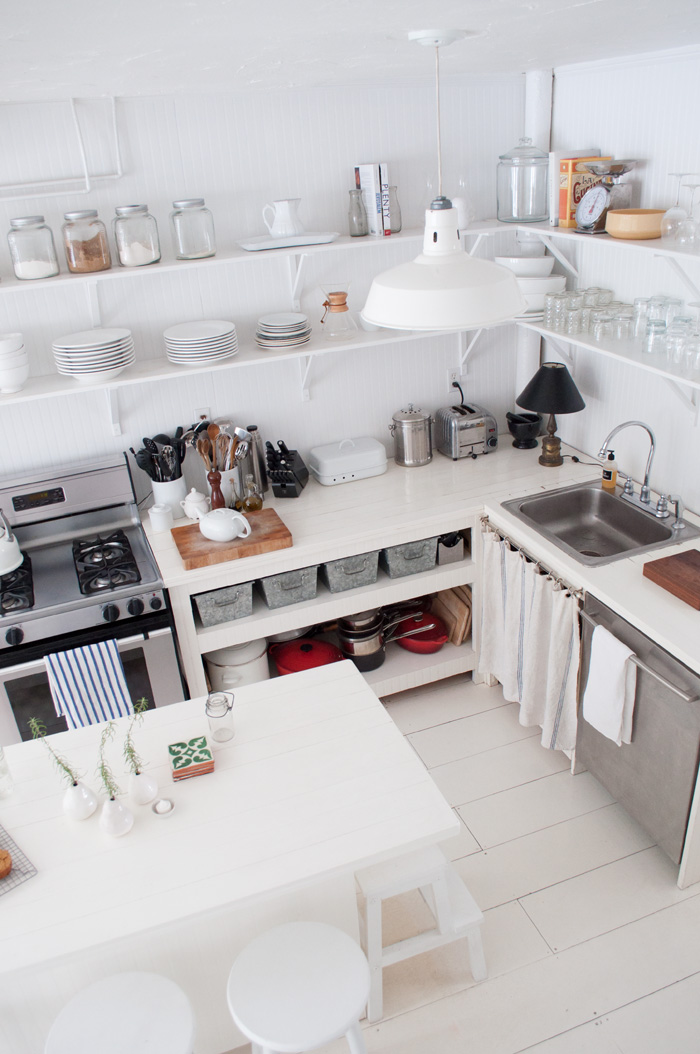 10 well organized kitchens design sponge for Well designed kitchen layout