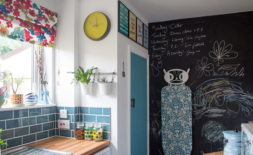 A Blackboard Provides A Spot For Shopping Lists And Other Reminders In This UK Tour On Design*Sponge