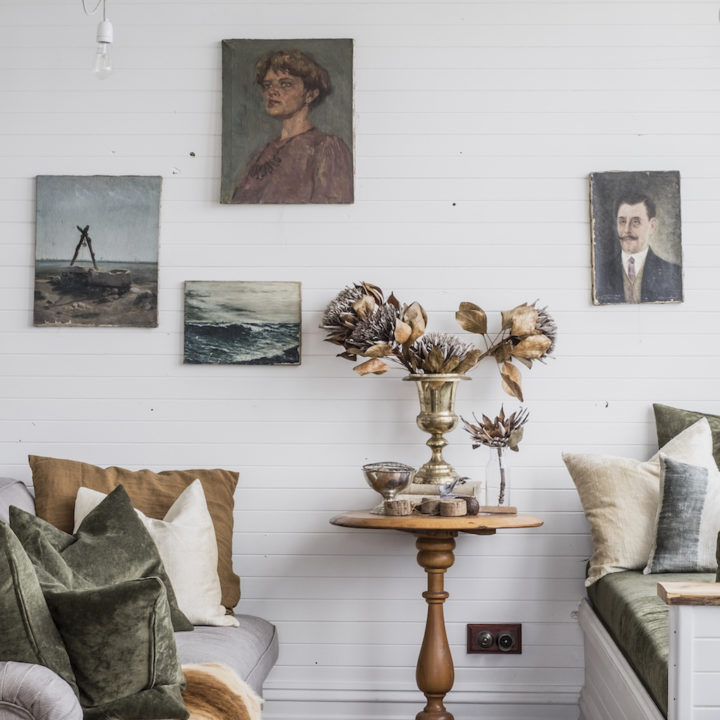 Captains Rest, a Secluded Waterfront Cottage on the Tasmanian Coast