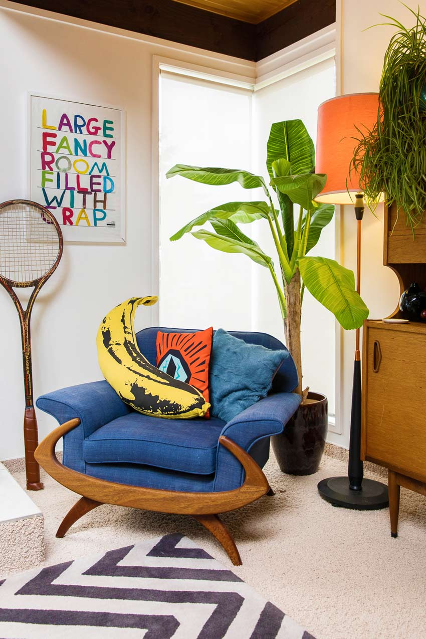 A Colorful Corner Of The Lounge Area In This New Zealand Home On Design*Sponge