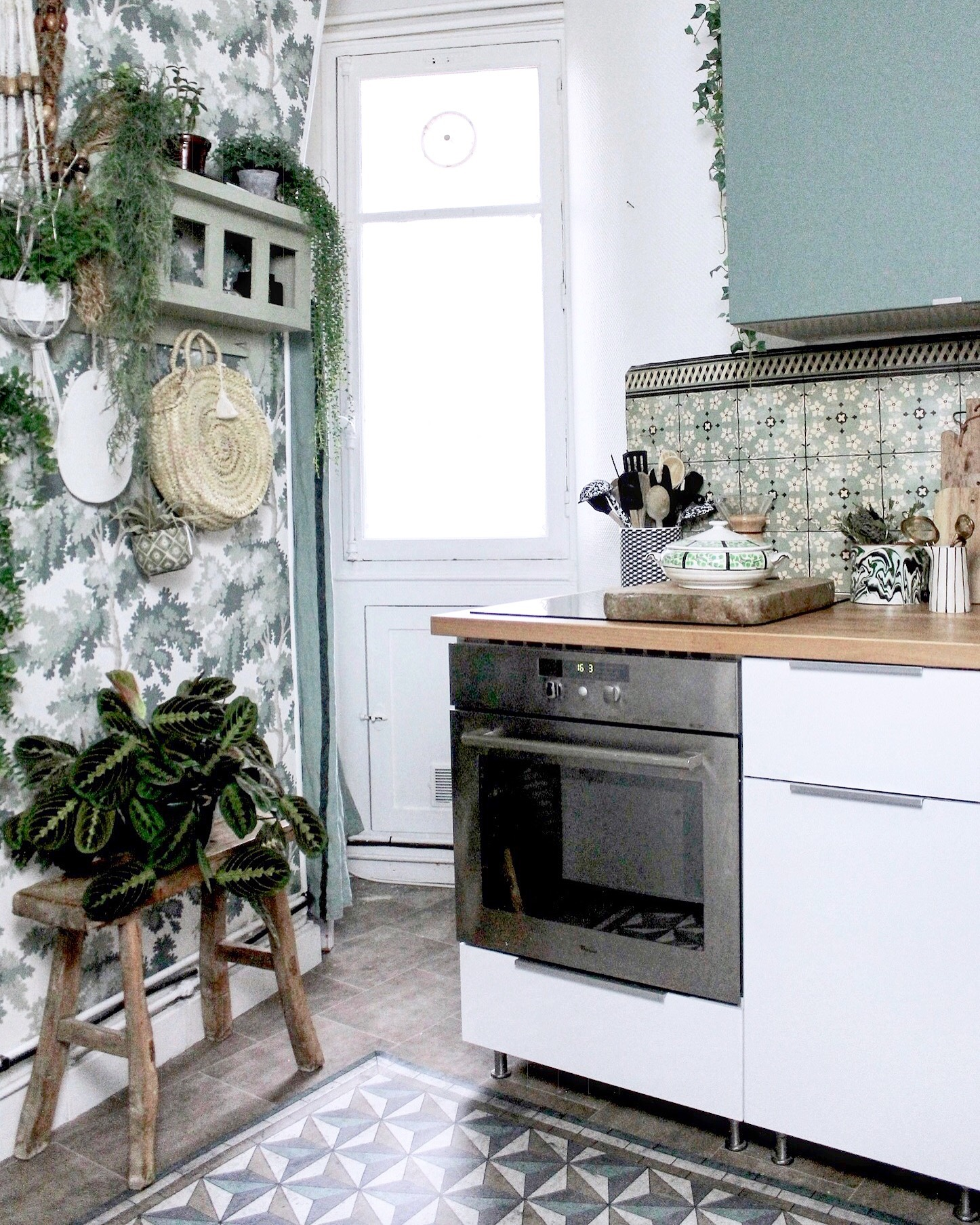 Apartment Wallpaper: In Paris, An Apartment Drenched In Wallpaper Is A Dream