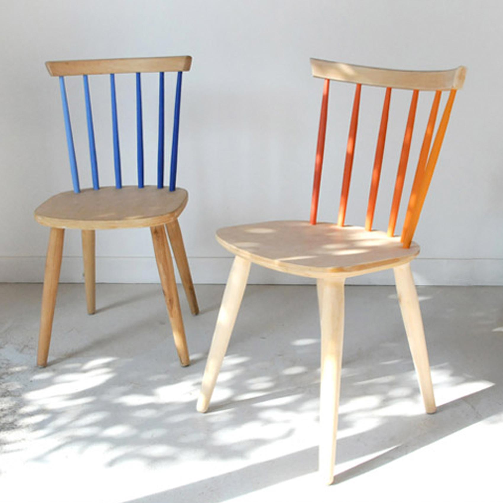 https://www.improvisedlife.com/2010/11/14/copy-this-partially-painted-chairs/
