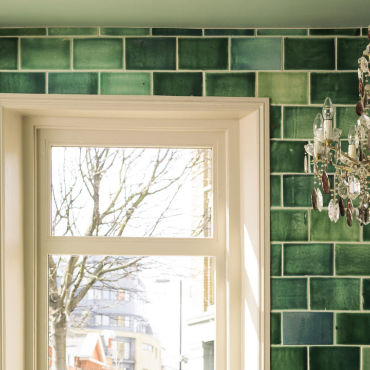 An Ode to Glossy Tiles: 13 Examples That Make Me Rethink Matte