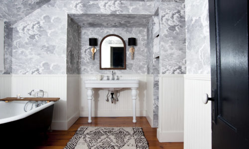 Before & After: Grace and Julia?s Stormy Bathroom